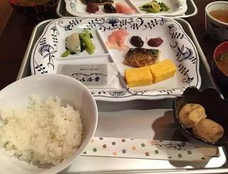 【画像】山小屋、朝定食 2000円・・・